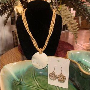 💥4/$10💥 Beige & Cream Shell & Bead Necklace